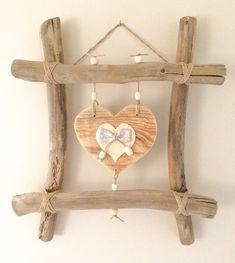 Idée cadeau fête des mères original - Cadre en bois flotté et cœurs par l'Atelier de Corinne : Décorations mura