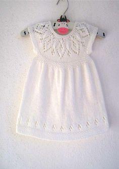 Jasmine Dress Knitting pattern by Suzie Sparkles Knit Baby Dress, Baby Scarf, Christmas Knitting Patterns, Baby Knitting Patterns, Simple Dresses, Pretty Dresses, Jasmine Dress, Angel Dress, Dress Gloves