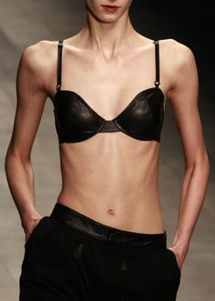 Former Vogue Editor Reveals Models Are Eating Tissues To Stay Thin In Tell-All Book #BodyImage