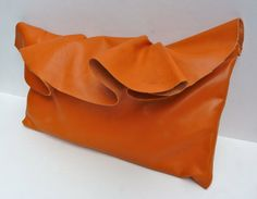 This reminds me that I have an orange purse. Maybe it's time to get that out. #fashion #handbag