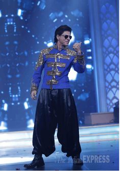 Shah Rukh Khan drove the crowd in a frenzy as he made his entrance on stage at Happy New Year music launch.