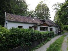 Bild 2 Cabin, House Styles, Plants, Home Decor, Tile Floor, Detached House, Real Estates, Homes, Pictures