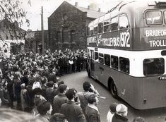 The last trolley bus Thornton Vintage Pictures, Old Pictures, Mode Of Transport, West Yorkshire, Bradford, Historical Photos, Looking Back, Great Britain, Transportation