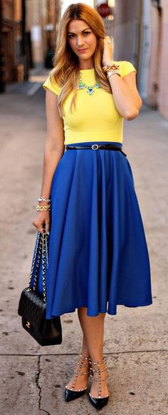23 Fabulous Cobalt Blue Skirt Outfits To Repeat - Styleoholic Modest Outfits, Modest Fashion, Cute Outfits, Red Skirt Outfits, Party Outfits, Skirt Fashion, Fashion Mode, Look Fashion, Womens Fashion