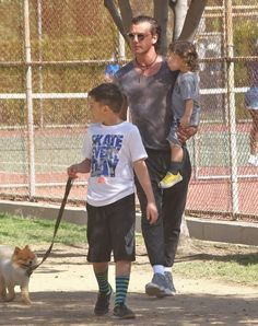 Gavin Rossdale takes his boys Kingston, Zuma and Apollo to the park (February 27, 2016)