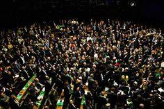Opera Mundi - Parlamento 'podre' processa Dilma Rousseff, afirma jornal espanhol…