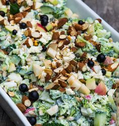 Broccolisalat med æble og græsk yoghurt Cooking Recipes, Healthy Recipes, Healthy Food, Recipes From Heaven, Cobb Salad, Feta, Broccoli, Salad Recipes, Delish