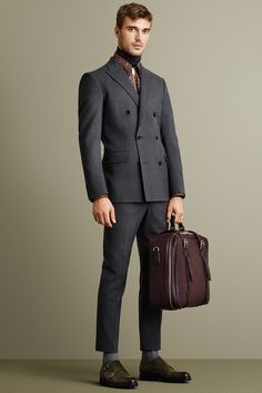 Bally Fall-Winter City Dapper Businessman In Urban Essentials 2018 Live Fashion, Fashion Show, Mens Fashion, Fashion Design, Fashion Menswear, Milan Fashion, Looks Style, My Style, Style Men