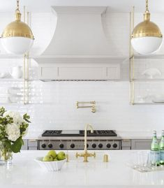 Kitchen Remodeling Trends Kitchen Trend: French Bistro ShelvingBECKI OWENS - French Bistro Shelving is an open shelving look created with metal and glass. Try iron for an industrial look or brass for glam. Gold Kitchen, Kitchen Decor, Kitchen Pendants, Kitchen White, Home Luxury, Classic Kitchen, French Bistro Kitchen, Décor Boho, Kitchen Trends