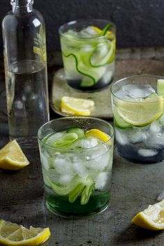 Gin & Tonic with Cucumber Gin Tonic mit Gurke Einfach lecker-… Summer Cocktails, Cocktail Drinks, Cocktail Recipes, Alcoholic Drinks, Beverages, Cucumber Drink, Gin With Cucumber, Gin Recipes, Gin And Tonic