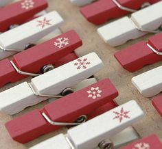 East of India Set of 24 Mini Snowflake Design Pegs (Code 2967)