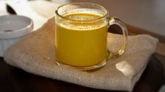 Golden Turmeric Milk Recipe A cup before bedtime contains anti-inflammatory, anti-oxidant, and circulation-boosting properties in a warm, deliciously soothing drink. Turmeric Milk Tea, Turmeric Drink, Turmeric Recipes, Tumeric Face, Detox Drinks, Healthy Drinks, Healthy Snacks, Healthy Eating, Healthy Recipes