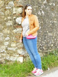 #newpost #newoutfit #fashion #fashionblogger #angieclausblog #italianfashionblogger #bloglovin #outfit #jeans #zara #pull #sweater #hm #leatherjacket #keyra #bag #tracolla #pink  http://angieclausblog.com/2015/01/20/my-casual-sporty-look/