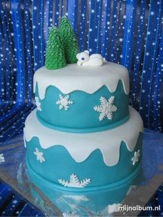 Polar bear cake Cakelicious Fun!  ❥ Mz. Manerz: Being well dressed is a beautiful form of confidence, happiness & politeness