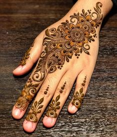 We have Arabic new mehndi designs plane for you. The simple Arabian mehndi design is for beginners. Mehandi Designs, Indian Mehndi Designs, Mehndi Designs For Girls, Stylish Mehndi Designs, Mehndi Design Pictures, Beautiful Mehndi Design, Latest Mehndi Designs, Henna Tattoo Designs, Mehndi Images