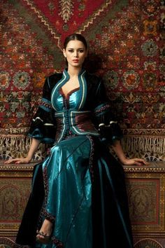 belle caftan marocaine bleu et noir - I would love to have this coat in black, red, and gold.  Just freaking love it!