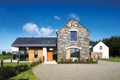 Neubau in der Grafschaft Armagh Modern Barn House, Modern Bungalow House, Dormer Bungalow, Bungalow Ideas, Bungalow Haus Design, House Designs Ireland, Self Build Houses, House Outside Design, Bungalow Renovation