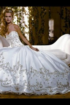 Stunning ballgown wedding dress 'Eve Of Milady'. such a romantic kind of dress!!! it's beautiful!!!!