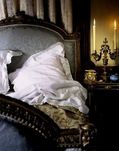 From The House of Edward: Winter Rooms, Winter Books Bedroom Bed, Bedroom Decor, Bedroom Ideas, Sweet Home, Headboard Designs, Headboard Ideas, Black Headboard, English Manor, English Countryside