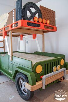Для маленьких любителей путешествий мы подготовили модель легендарного внедорожника Jeep Wrangler. Кровать изготовлена вручную из натуральной высокосортной березовой фанеры. Корпус покрыт гипоаллергенной акриловой эмалью на водной основе. Качество и экологичность соответствует всем действующим европейским нормам и подтверждается сертификатами.