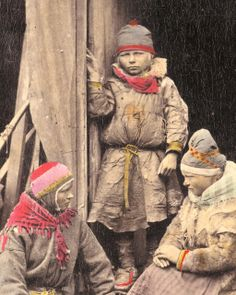 "I rembember seeing this pic somewhere recently. There I believe it said that this was a Kveeni woman (in the red/pink riukkulakki), a Sami boy, and a woman from Bergen. (I can't tell from her clothes what ""tribe"" (if any) she is from).   (original description: Sami people from Norway late 1800's by saamiblog, via Flickr)"