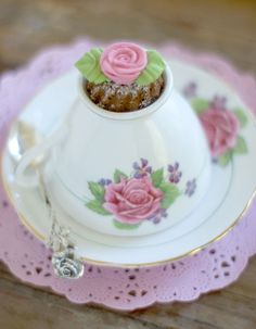 Love this pretty little tea cake served in an upside down tea-cup....so whimsy!