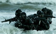 United States Navy Seals is listed (or ranked) 4 on the list 28 Hardcore Photos of Special Forces from Around the World United States Navy, Special Ops, Special Forces, Us Military, Us Army, Military Soldier, Military Quotes, Indian Navy, Marine Corps