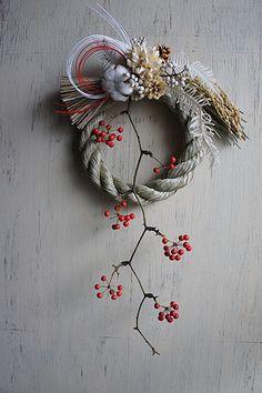 Japanese Christmas, Japanese New Year, Chinese New Year Decorations, New Years Decorations, Merry Christmas And Happy New Year, Christmas Diy, Christmas Wreaths, Ikebana Flower Arrangement, Floral Arrangements