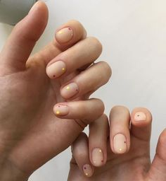 """If you're unfamiliar with nail trends and you hear the words """"coffin nails,"""" what comes to mind? It's not nails with coffins drawn on them. Although, that would be a cute look for Halloween. It's long nails with a square tip, and the look has. Minimalist Nails, Minimalist Art, Pretty Nails, Fun Nails, Coffen Nails, Gold Nails, Uñas Diy, Nailart, Nail Polish"""