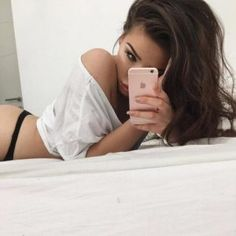 Try these poses if you really want to get your man going. And if you know what's good for you, you'll avoid the bad poses too. Selfie Sexy, Selfie Poses, Poses Photo, Pic Pose, Picture Poses, Photo Tips, Photo And Video, Hipster Hairstyles, Boudoir Poses