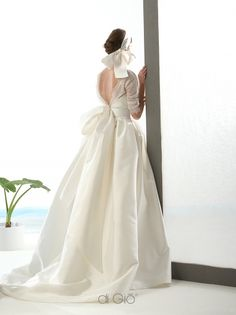 Le Spose di Gio's exclusive West Coast retailer, offering these sophisticated designer wedding dresses made to form. Wedding Dress Trends, Dream Wedding Dresses, Designer Wedding Dresses, Bridal Dresses, Wedding Gowns, Zendaya Dress, Bridal Boutique, Wedding Styles, Vintage Dresses