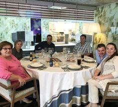 Nosotras toda la mañanita en #eltallerLOVE, con 33 frentes abiertos, nos han puesto una multa de zona azul (¡nooooo!) y ahora con nuestros queridos #lovers A+S, en su prueba de menu.  LOVE  #love #amor #happy #feliz #wedding #weddingdress #weddingplanner #menu #paradores #destinationwedding #handmade #inspiration #Cádiz #deco #decor #design #diseño #inlove #blog #blogger #youtube #fashion #fashionblogger