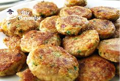 karnabahar mücveri tarifi - Çorba Tarifleri - Las recetas más prácticas y fáciles Mulberry Recipes, Turkish Recipes, Ethnic Recipes, Asian Salmon, Philly Food, Mash Recipe, Fried Salmon, Salmon Cakes, Salmon Patties