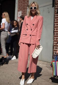 New York Fashion Week - Street Style - Day 1 Cool Street Fashion, All Fashion, New York Fashion, Star Fashion, Fashion Outfits, Womens Fashion, Cheap Fashion, Looks Street Style, Street Style Trends