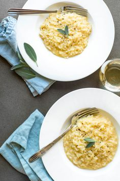 Cheddar risotto with fresh sage in white bowls with blue napkins Pressure Cooker Recipes, Pressure Cooking, Slow Cooker, Fresco, Instant Pot Dinner Recipes, Recipes Dinner, Dinner Ideas, Queso Cheddar, Butternut Squash Risotto
