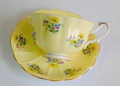 ROYAL ALBERT VANITY FAIR JULIA 1960s -70s     Wouldn't this look pretty in a country kitchen?