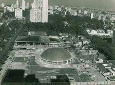 Anos 50 - Conjunto Nacional na avenida Paulista, em construção.