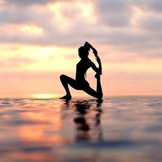 Yoga poses offer numerous benefits to anyone who performs them. There are basic yoga poses and more advanced yoga poses. Here are four advanced yoga poses to get you moving. Pranayama, Outdoor Yoga, Yoga Girls, Yoga Photography, Fitness Photography, Fashion Photography, Outdoor Photography, Ashtanga Yoga, Vinyasa Yoga
