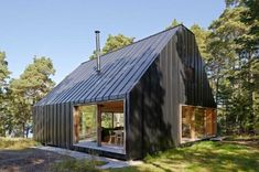 Designed by Stockholm-based Tham & Videgård Arkitekter, this house is located in the outer region of the Stockholm archipelago. - Zachary Edelson's This Island Retreat Practically Embodies Simple, Rugged Scandinavian Design design collection on Dwell. Architecture Metal, Residential Architecture, London Architecture, Metal Building Homes, Building A House, Green Building, Small House Swoon, Tiny House, Stockholm Archipelago