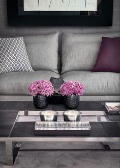 Gosto de ambientes neutros na decoração, pois eles são o cenário perfeito pra qualquer complemento colorido/alegre/divertido num quarto, sala ou onde for. Se você curte um ambiente predominantemente branco ou bege, já pensou no… cinza? Sem querer associar, mas já associando: 50 tons de cinza para todos os gostos!