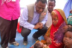Kenya - Stephen Malai.UNFPA - UNFPA Executive Director Babatunde Osotimehin admires a newly born baby in Dadaab Refugee camp Kenya