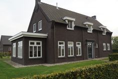 Notariswoning jaren 30 stijl - RUBÉ Bouw-Timmerbedrijf Style At Home, Villa, Mansions, House Styles, Home Decor, Houses, Google, Kitchen, Greenhouses