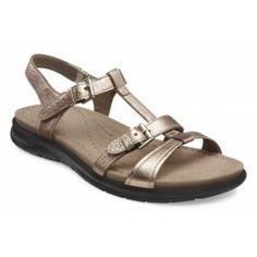 Sandale usoare pentru dama ECCO Babett confectionate din piele naturala. Talpa flexibila dintr-o bucata asigura confortul intreaga zi. Baretele din piele moale nu provoaca iritatii si se ajusteaza pentru o potrivire perfecta.Un model clasic dar elegant, potrivit pentru tinutele de vara.