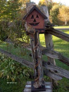 For my Halloween loving bird buddies 🐥 Holidays Halloween, Halloween Crafts, Halloween Decorations, Halloween Wreaths, Halloween Signs, Primitive Fall, Primitive Crafts, Autumn Inspiration, Fall Crafts
