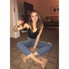 A toast to the size of Liz' fleshmountains! May they continue to grow. Elizabeth Gillies, Liz Gilles, Jade West, Victoria Justice, Poses, Woman Crush, Girl Crushes, Beautiful People, Celebrity Style