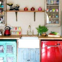 Colorful Kitchen Decor, Boho Kitchen, Retro Home Decor, Kitchen Colors, Home Decor Kitchen, Rustic Kitchen, Country Kitchen, Kitchen Ideas, Kitchen Styling
