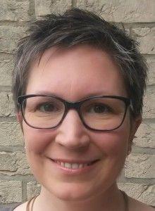 Ines Meyrose als Beispiel für eine ovale Gesichtsform mit Brille von Oliver Peoples