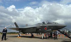 防衛省・自衛隊60周年記念航空観閲式の地上展示でF-35Aのモックアップが登場=茨城県小美玉市の航空自衛隊百里基地(鈴木健児撮影)