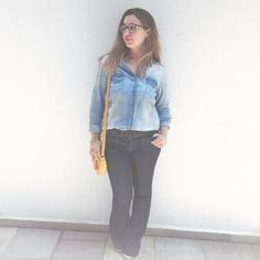Aweeee #lookdodia do armário capsula!! Eu consegui postaaar!  eu e minha indefectível calça jeans flare que qualquer dia sai andando sozinha  sabe aquele seu jeans predileto da vida? Então!  #partiu job! Tô indo fazer uma coisa mega diferente hj ansiosa grau mil e precisava estar na minha roupa mais confortável pra me sentir segura! Torçam por mim! Fui!!  #ootd #capsulewardrobe  #jeans #basic #outfit #fashionmom