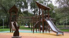 The nature inspired design of Flora nature play playground equipment allows you to play in an exciting forest even in a city. The installation, maintenance and changing the spare parts of the Flora nature-based play equipment could not be easier.